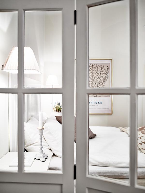 Серое окно в морозную сказку