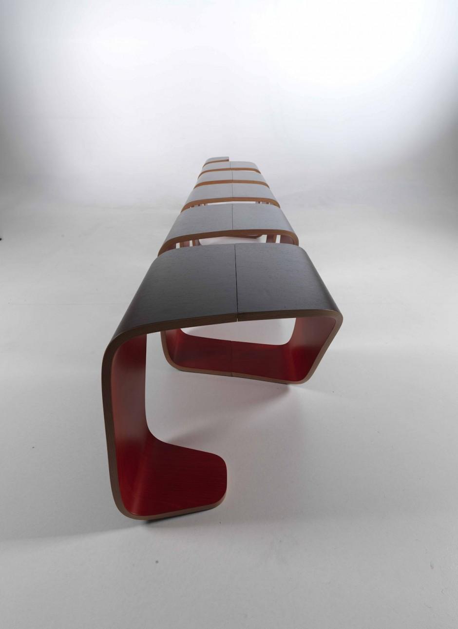 Умопомрачительная форма скамейки True Design от Leonardo Rossano