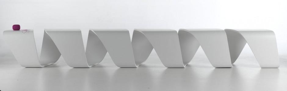 Белый вариант скамейки True Design от Leonardo Rossano