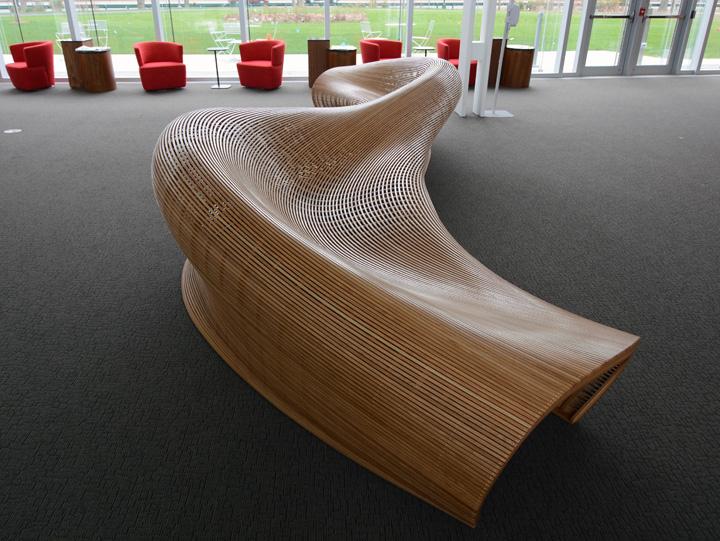 Чудесная обтекаемая скамья от дизайнера Matthias Pliessnig