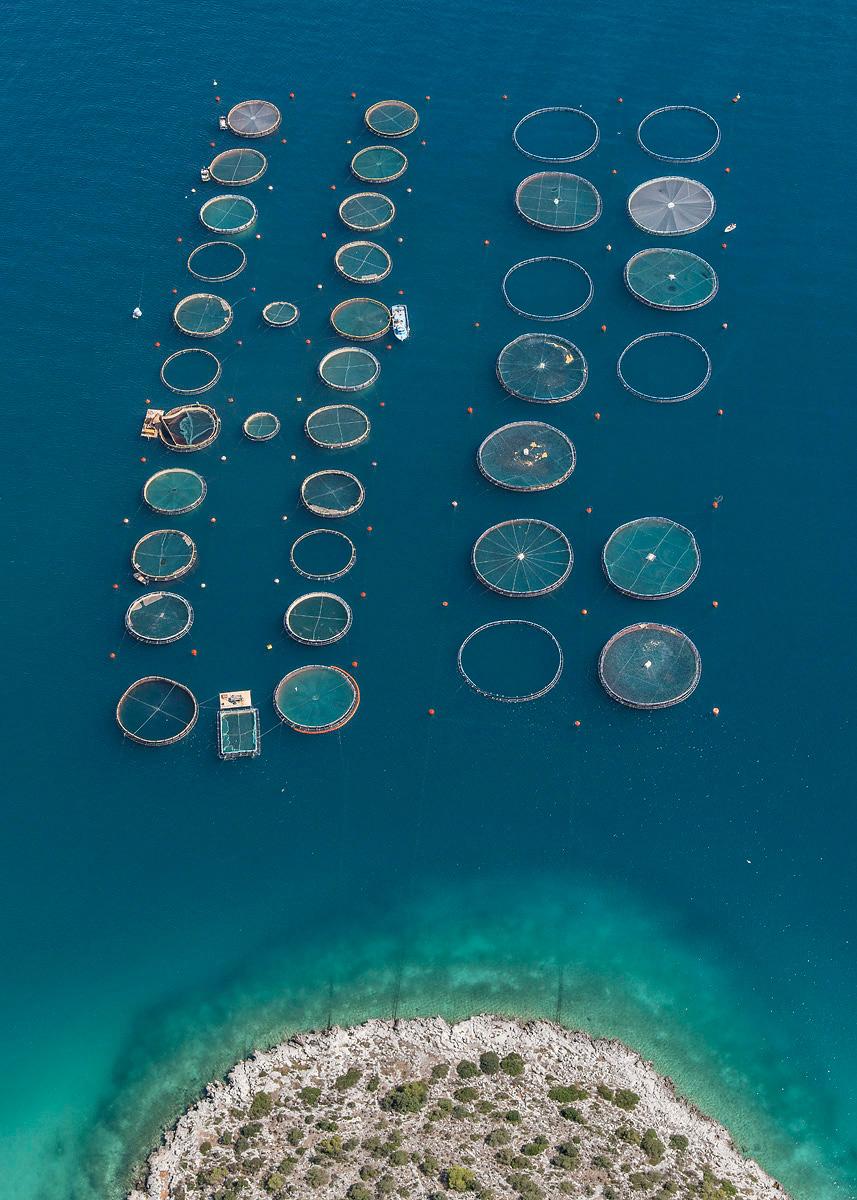 Бернхард Ланг: рыбные фермы, снятые с высоты птичьего полёта у берегов Греции