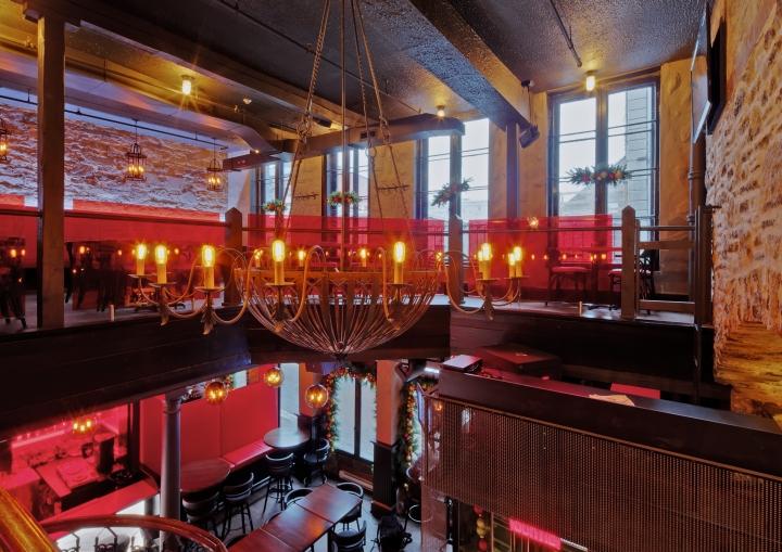 Креативное освещение пиццерии и бара Bevo в Монреале