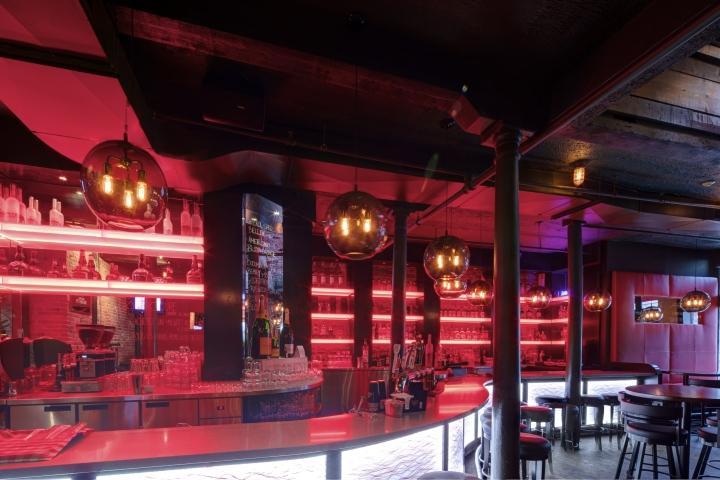Необычное освещение пиццерии и бара Bevo в Монреале