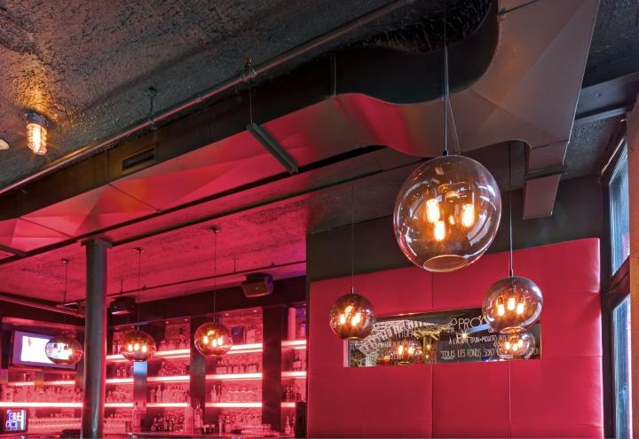 Дивное освещение пиццерии и бара Bevo в Монреале