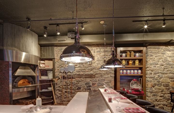 Красивое освещение пиццерии и бара Bevo в Монреале