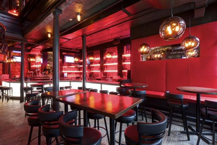Освещение пиццерии и бара Bevo в Монреале