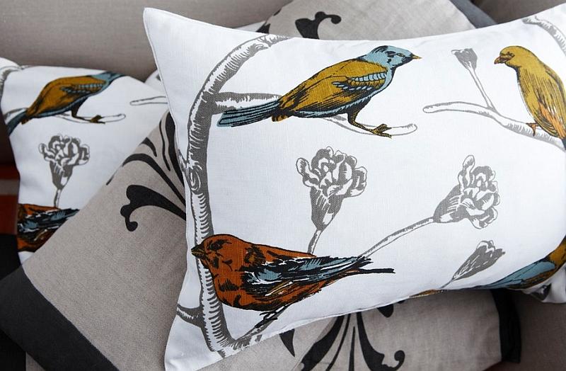 Рисунок птиц на подушке