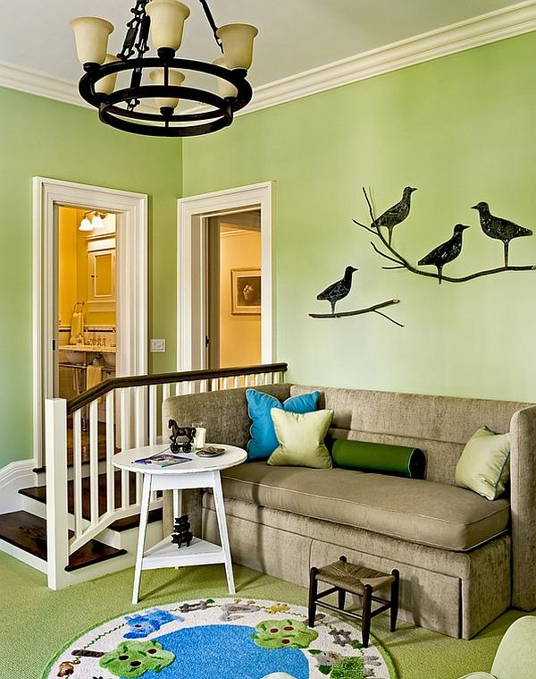 Рисунок ворон на стене в интерьере