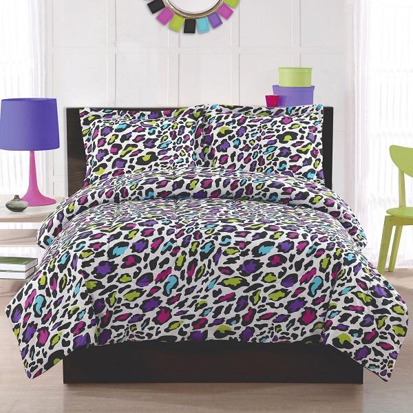 Разноцветный анималистический принт на постельном белье