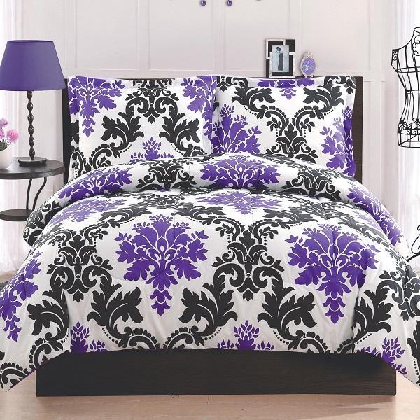 Чёрно-фиолетовый узор на белом постельном белье