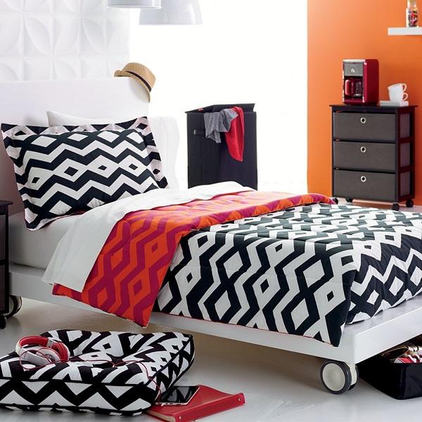 Яркий геометрический узор на постельном белье