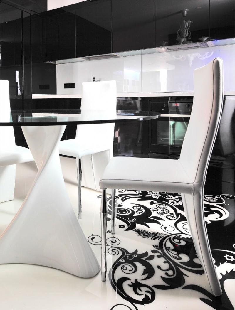 Белые стулья стеклянного стола