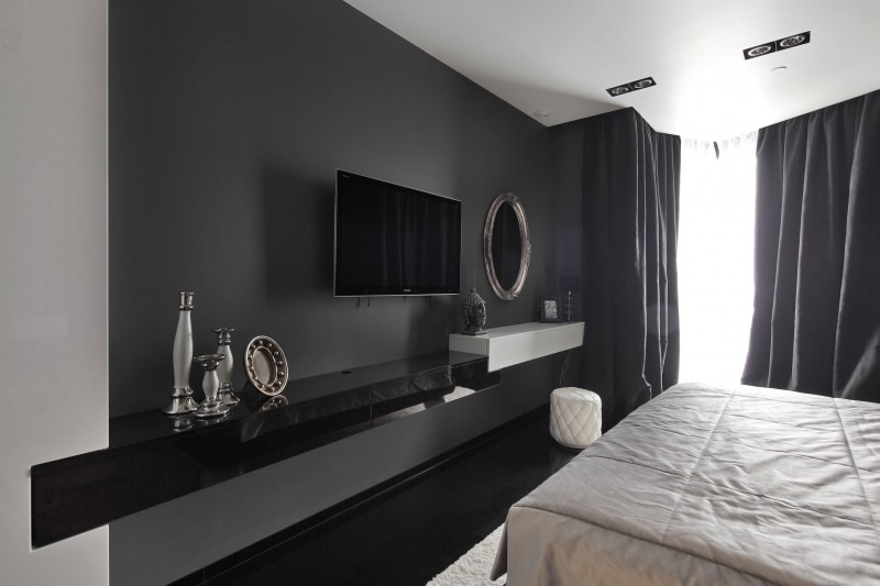 Плазма на черной стене в интерьере