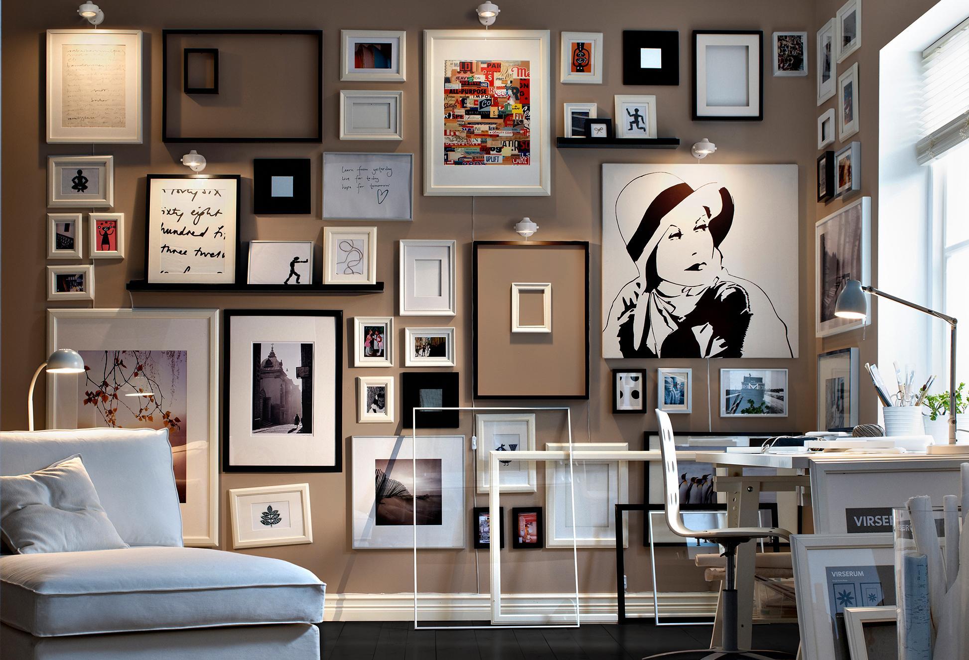 Дизайн в рамках на стене