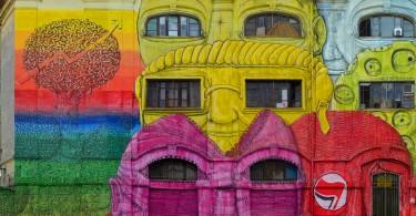 Глаза-окна на масштабной фреске уличного художника Blu