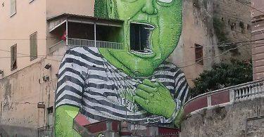 Blu: Зелёный гигант на заброшенном тюремном здании в Неаполе