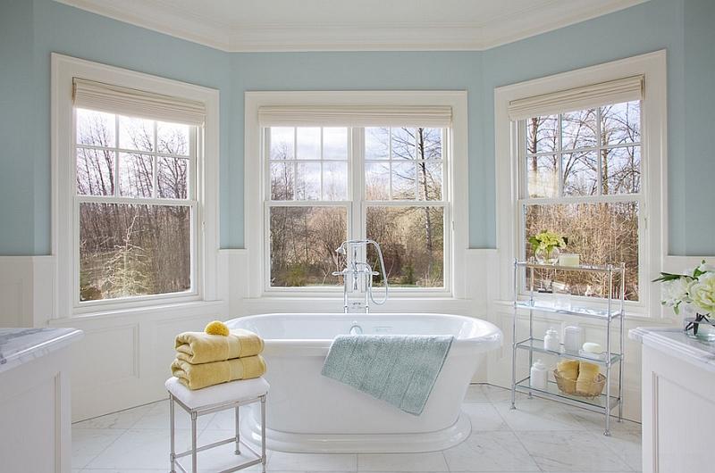 Ванная в нежных бело-голубых тонах