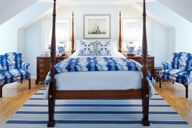 Небольшая спальня в сине-белых тонах