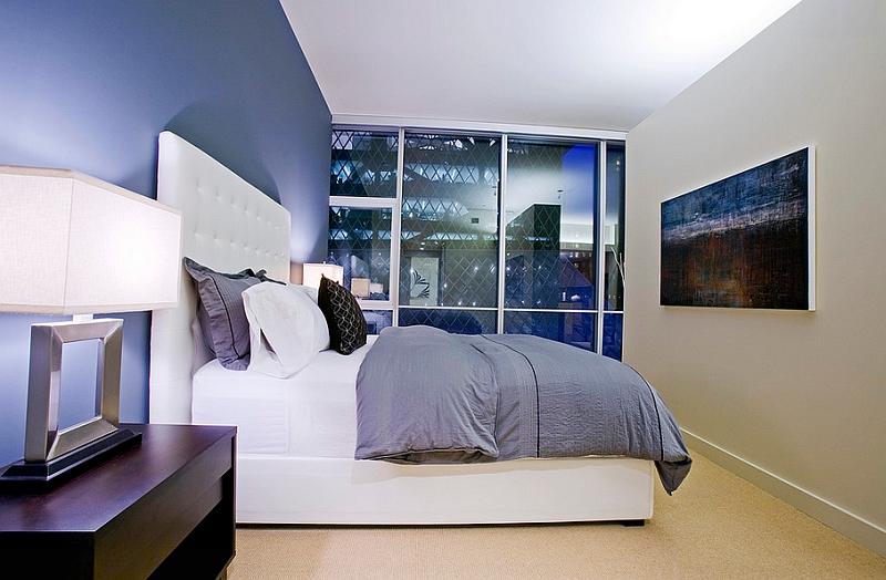 Спальня с акцентом на освещении