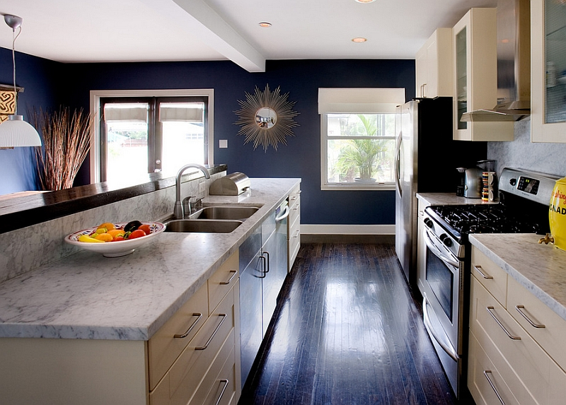 Кухня с белым мрамором