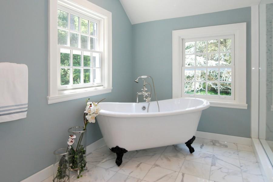 Серо-голубая ванная