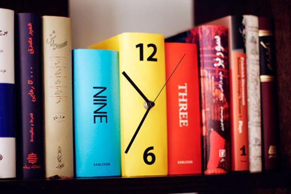 Дизайнерские часы - книга на полке