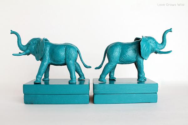 Красивая полочка для книг в виде бирюзовых слонов