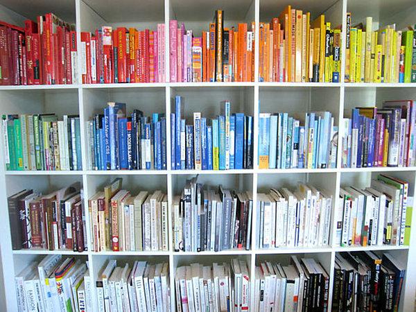 Уникальные книжные полки в интерьере