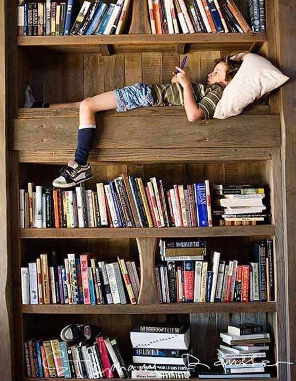 Стеллаж для книг с спальным местом
