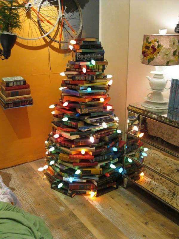 Новогодняя ёлка из книг