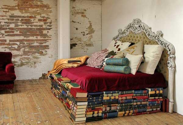 Матрац на книгах