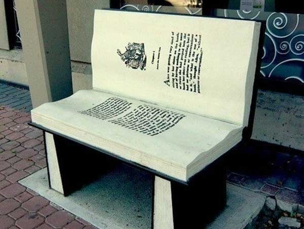 Скамья в форме книги