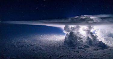 Сантьяго Борха: фотография шторма, снятая с самолёта на высоте 11 тысяч метров
