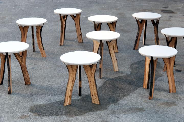 Красивые экологические табуреты Branch stool от schindlersalmerón