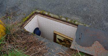 «Секретные комнаты» в колодезных люках: уличные инсталляции от Брианкошока
