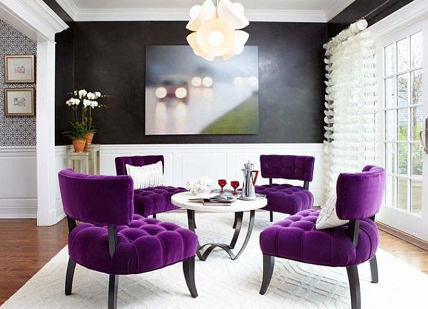 Фиолетовые кресла в интерьере