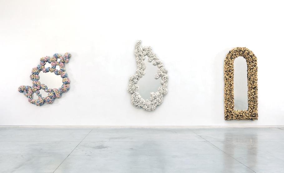 Разносторонние композиции на выставке