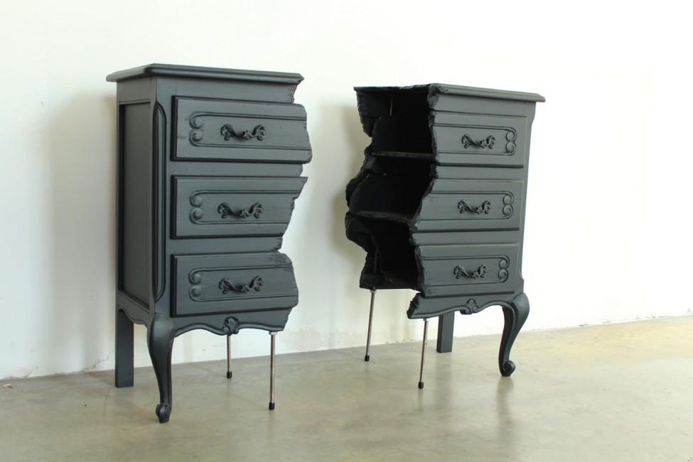 Красивый комод из комплекта Broken Furniture