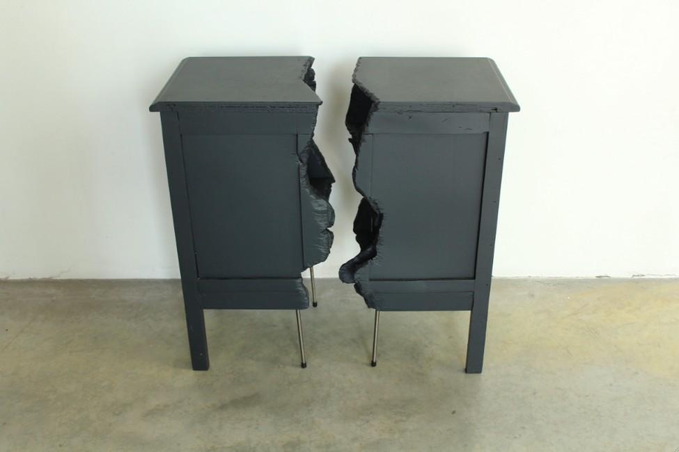 Чудесный комод из комплекта Broken Furniture