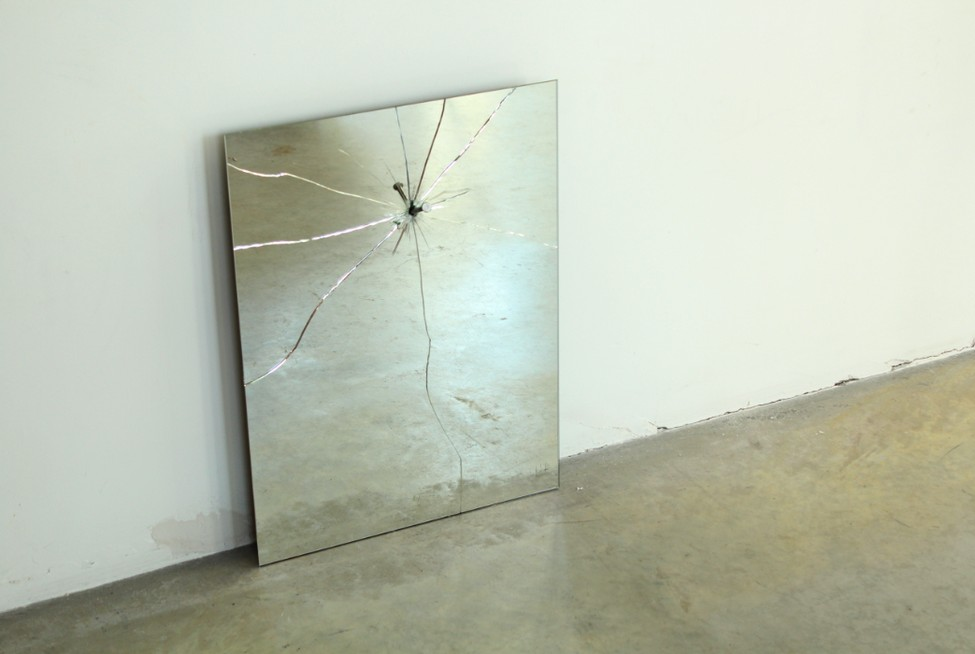 Зеркало из комплекта Broken Furniture