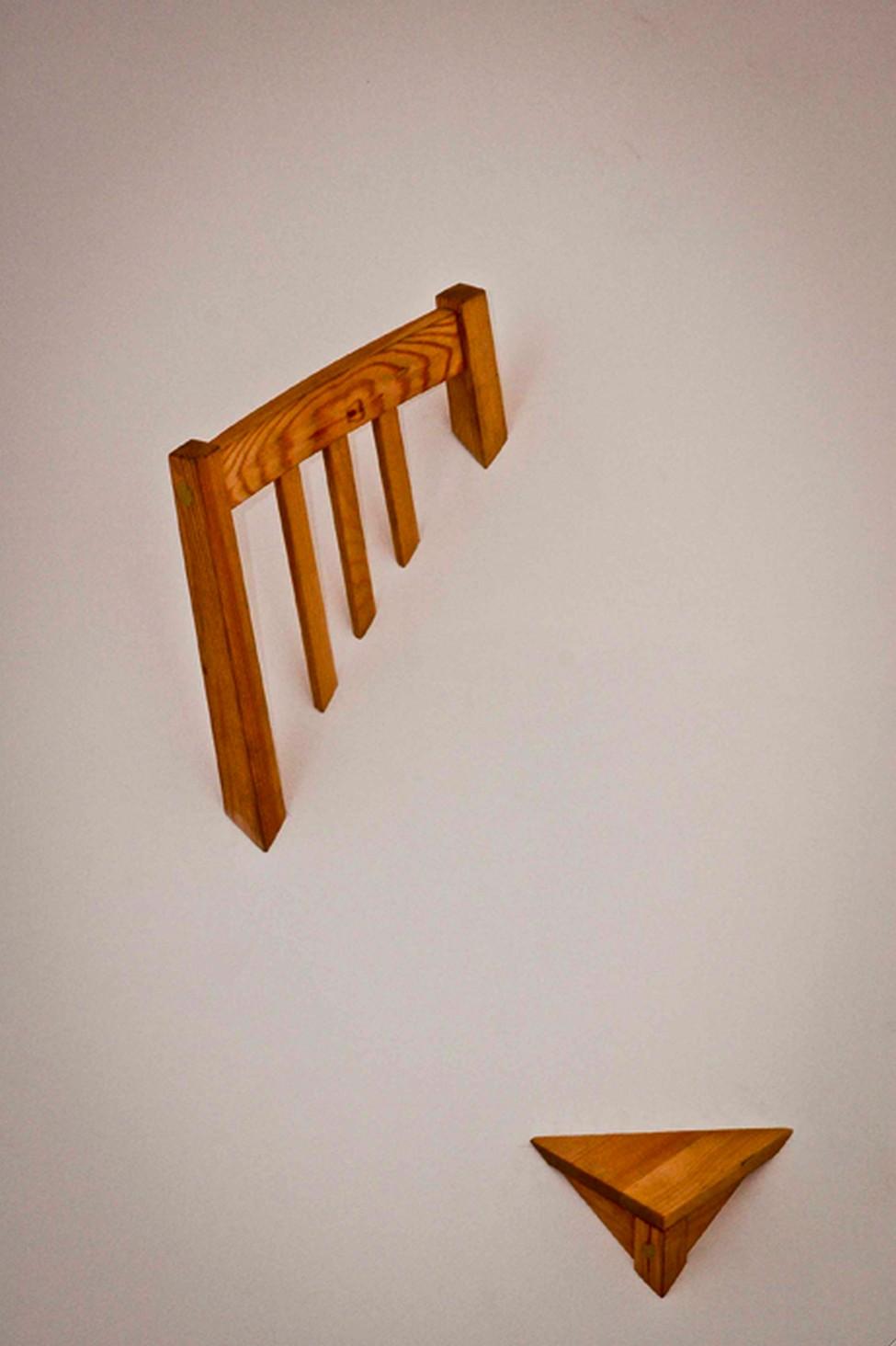 Стул из комплекта Broken Furniture