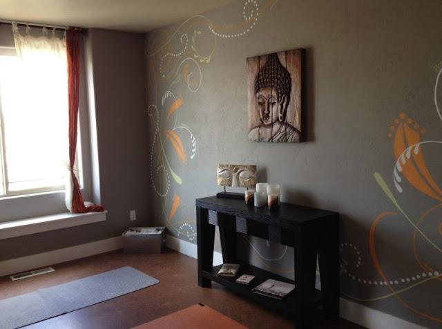 Изображение Будды как акцентная деталь в оформлении интерьера