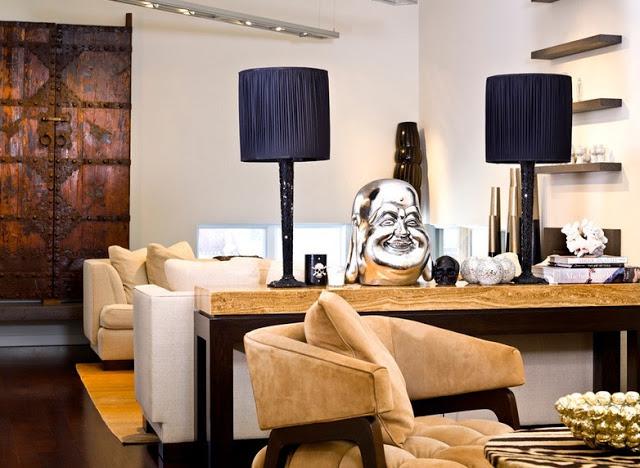 Статуэтка Будды как акцентная деталь в оформлении интерьера