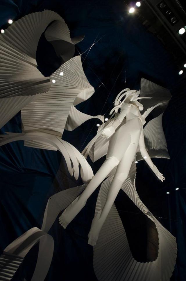 Объёмные бумажные скульптуры Ричарда Суини: волшебная инсталляция