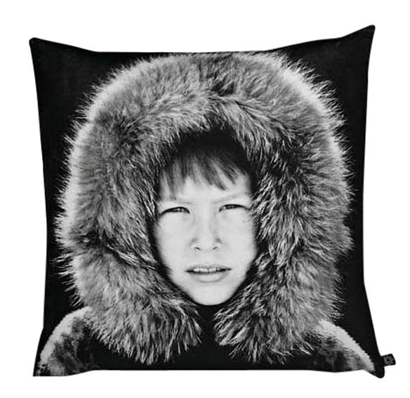 Человек в зимнем капюшоне на постельном белье от Nord Beddingtext