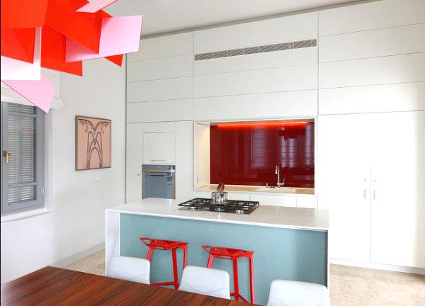 Красные акценты в оформлении кухни