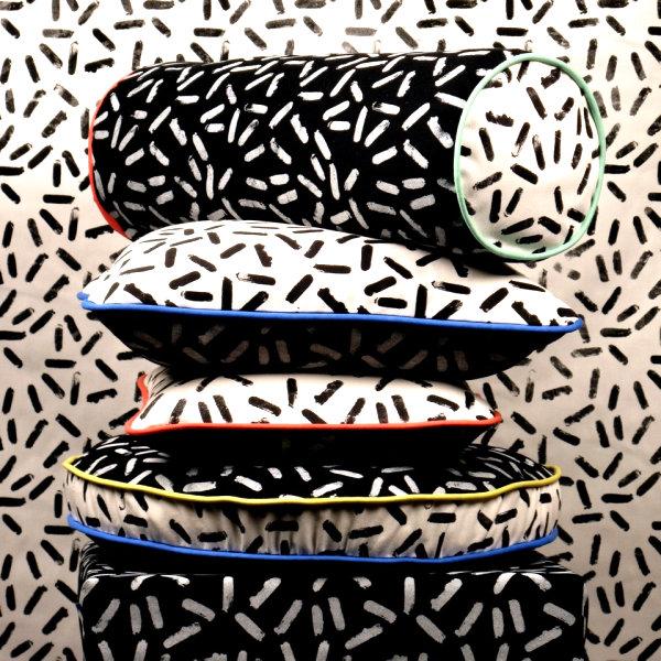 Подушки с чёрно-белым конфетным узором