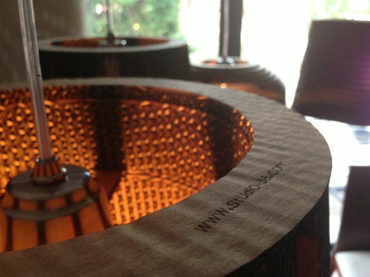 Превосходный флакон лампы из картона от Studio 38