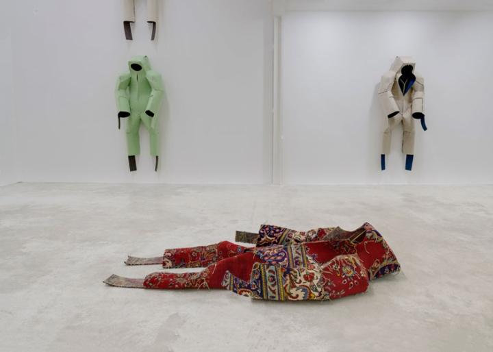 Ковровые скульптуры португальского художника Didier Faustino в Париже