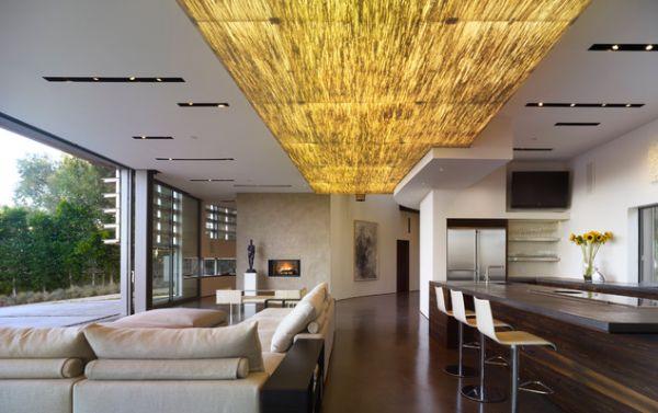 Необычный дизайн потолка в гостиной и столовой